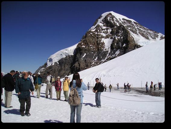 観光客でにぎわうプラトー展望台