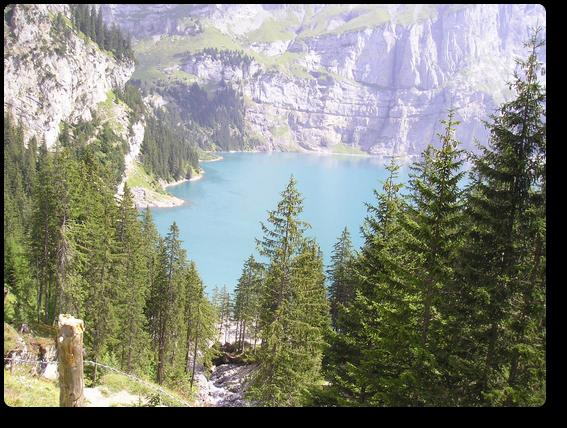 神秘的な色のエッシネン湖